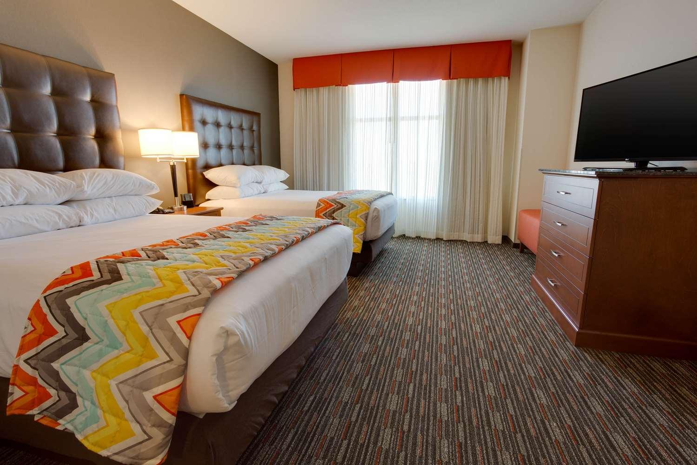 NKXO Deluxe King Guestroom