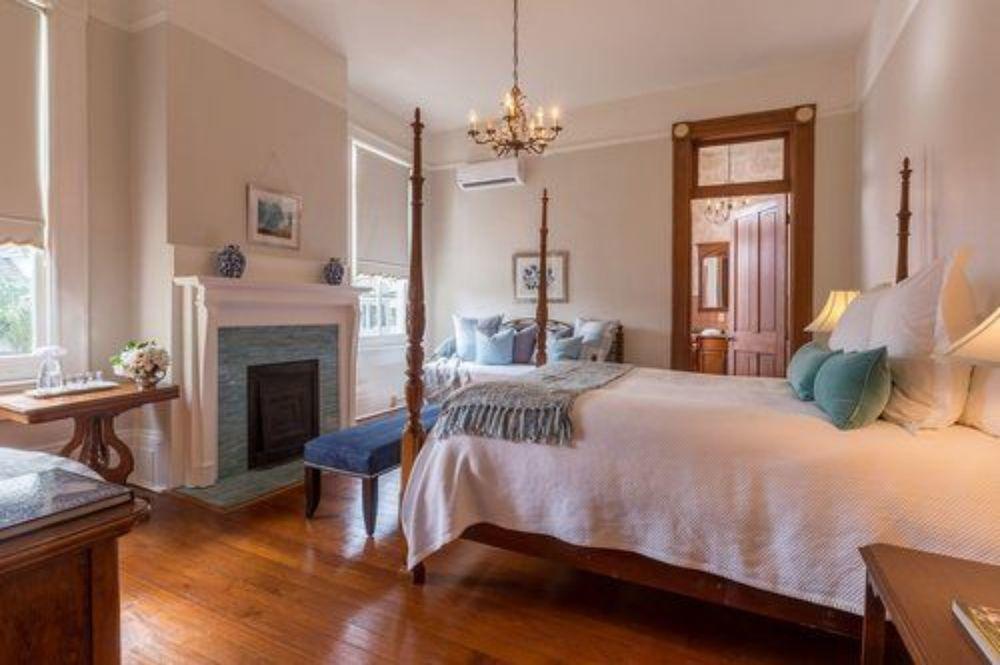Sully Mansion Bed & Breakfast Inn 9