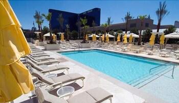 thumbnail: Outdoor Pool
